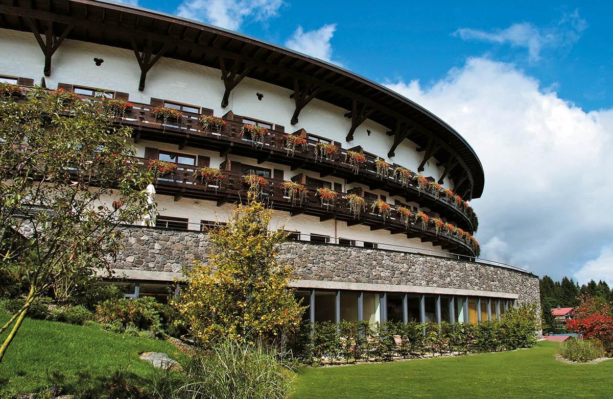 Autenticit ed eleganza al vertice dell ospitalit alpina for Piccoli piani di costruzione dell hotel