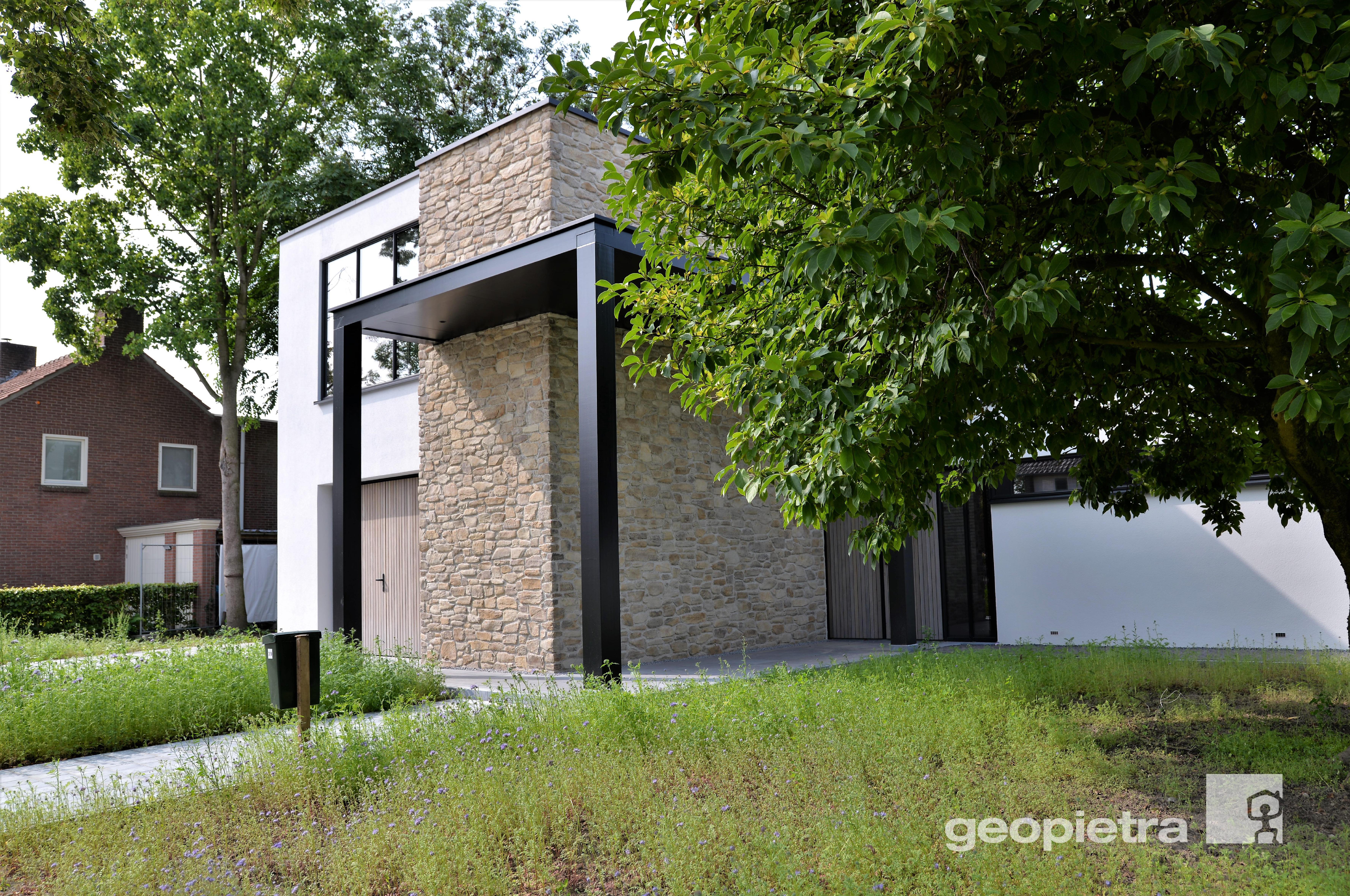 Architettura in pietra per Villa privata   Una casa ...